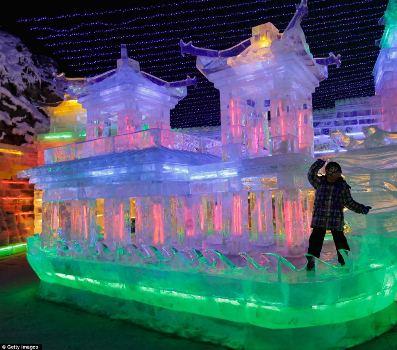 مجسمه های یخی و رنگی در چین/ تصویر